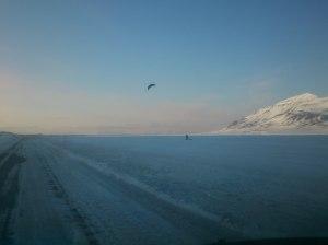 Perfekt dag for å kite hjem etter endt ekspedisjon. Vind inn fra siden og full fart forover.